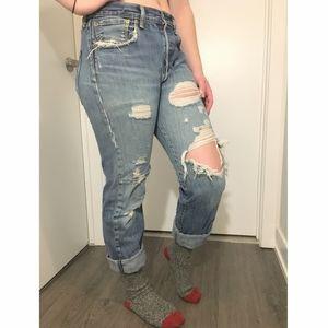 Distressed Levi's 501 Boyfriend jeans 🤯